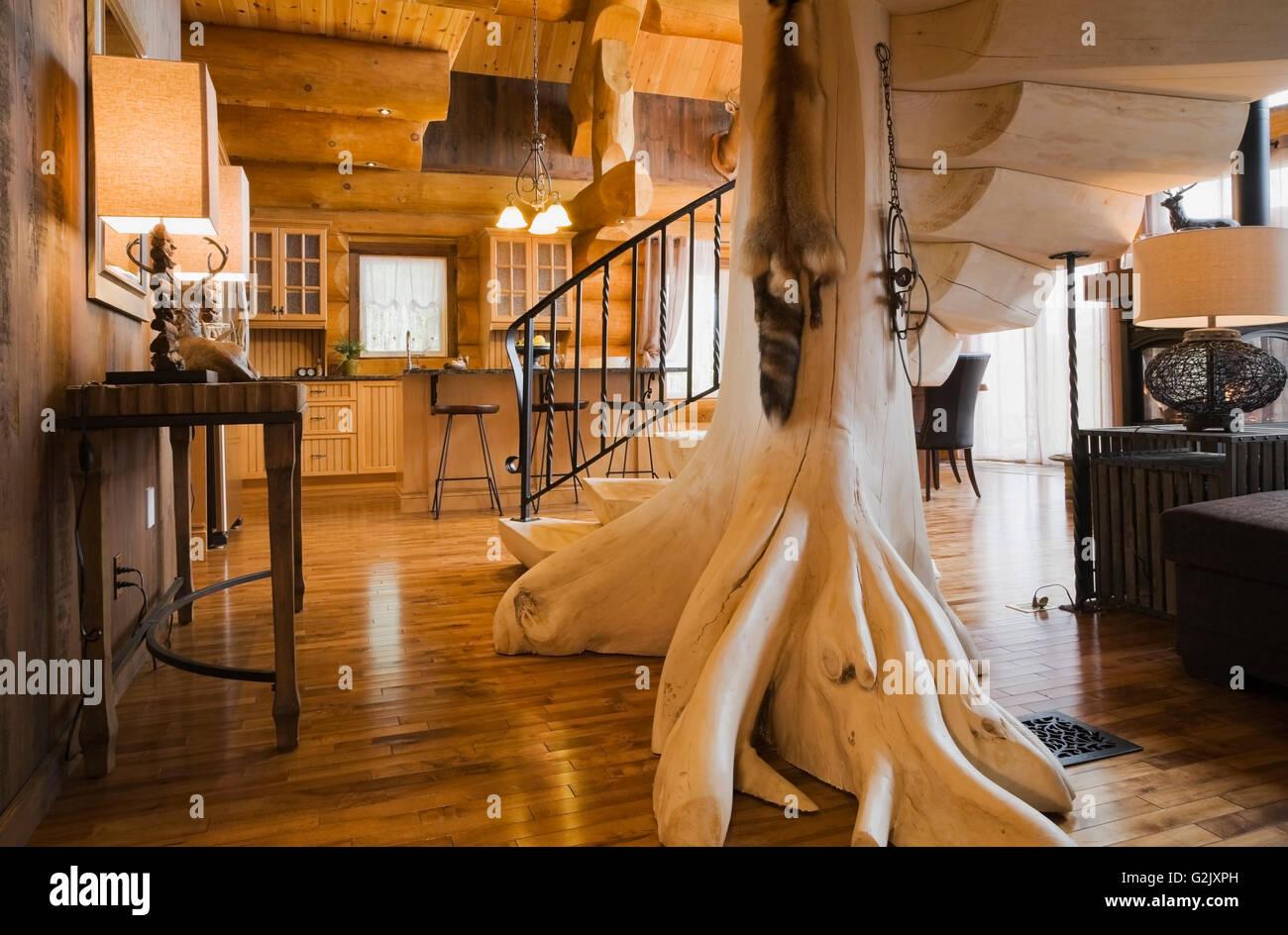 Imbianchiti scale di legno nero cancellata in ferro battuto in ...