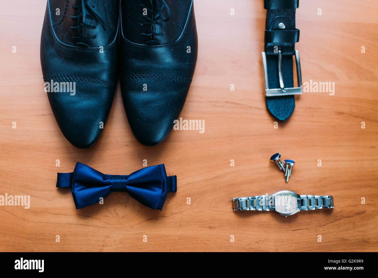 best service 2dc37 cba37 Close up dell uomo moderno accessori. Blu scuro papillon ...