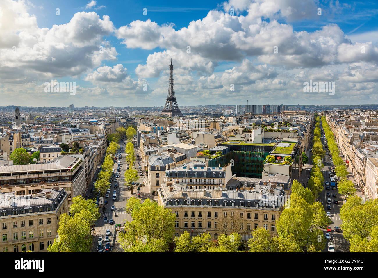 Skyline di Parigi con la Torre Eiffel Immagini Stock