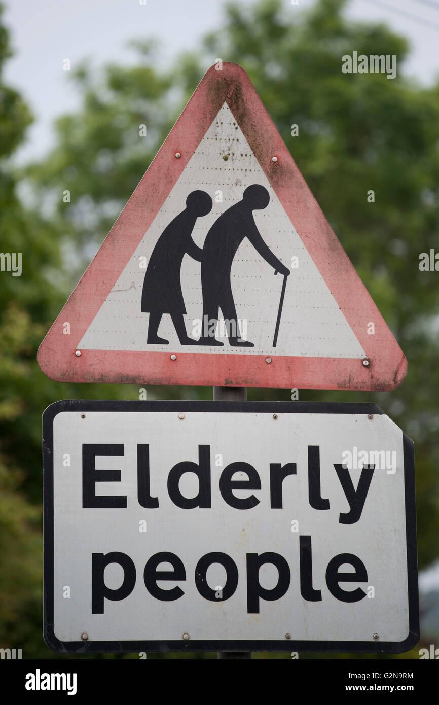 Gli anziani cartello segnaletico. Immagini Stock