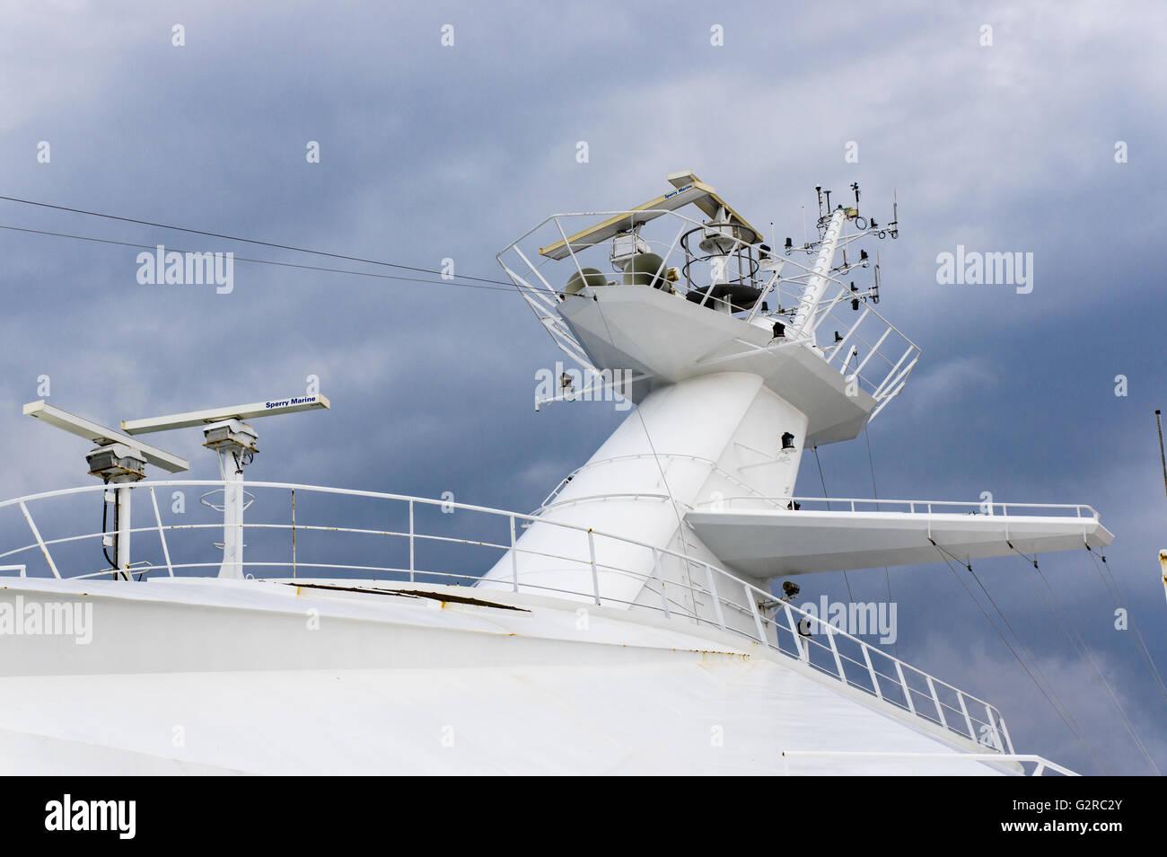 Montante di sollevamento con lilluminazione di sicurezza e antenna