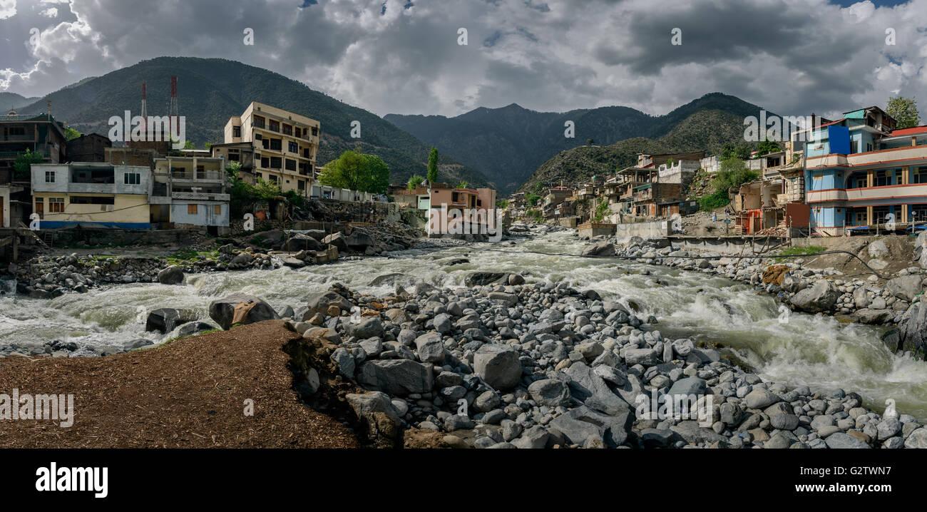 Bahrain village è nella valle di Swat famosa per il turismo e la bellezza naturale,paesaggio del nord del Pakistan. Immagini Stock