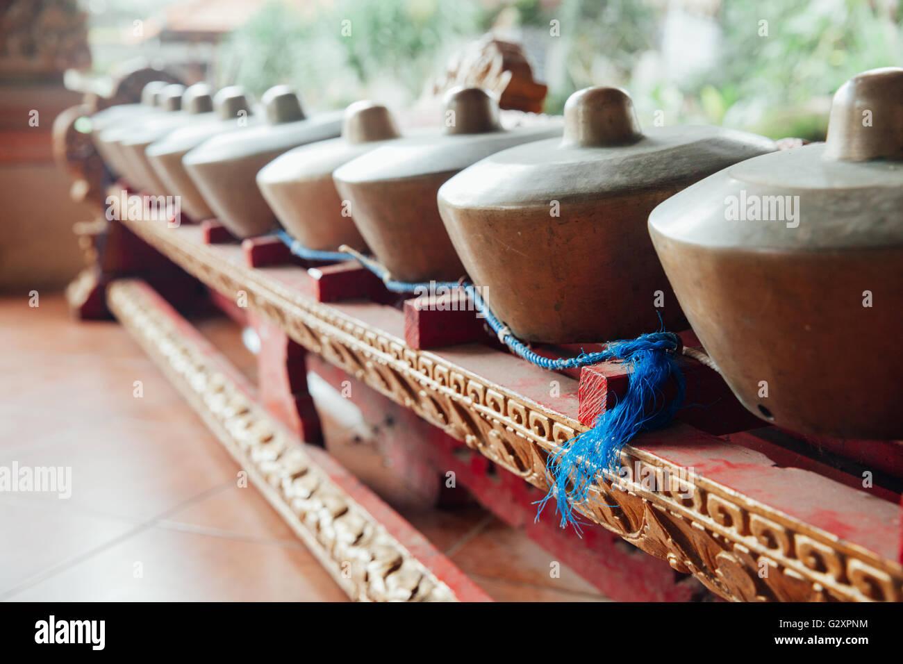 """Il tradizionale design balinese di percussione Strumenti musicali Gli strumenti per """"Gamelan' ensemble Immagini Stock"""