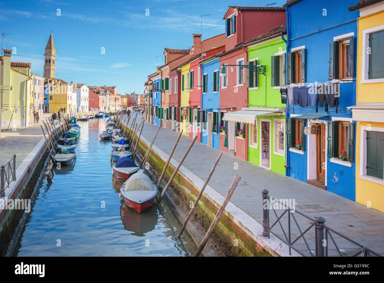 Gli incantevoli angoli della laguna di Venezia e Burano nel sole del pomeriggio. Immagini Stock