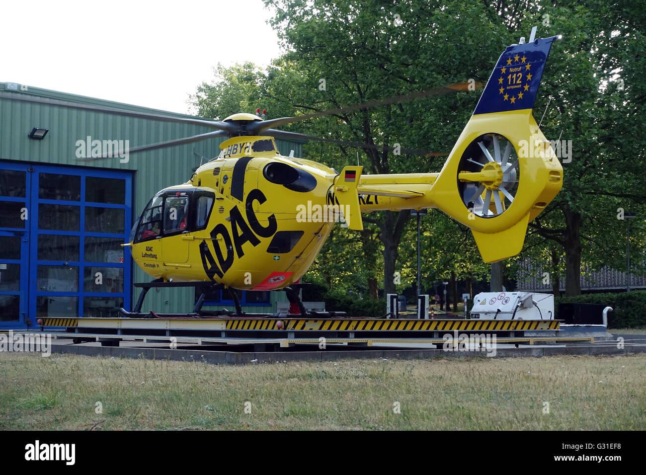 L Elicottero Posizione : Berlino germania adac salvataggio in elicottero christoph in