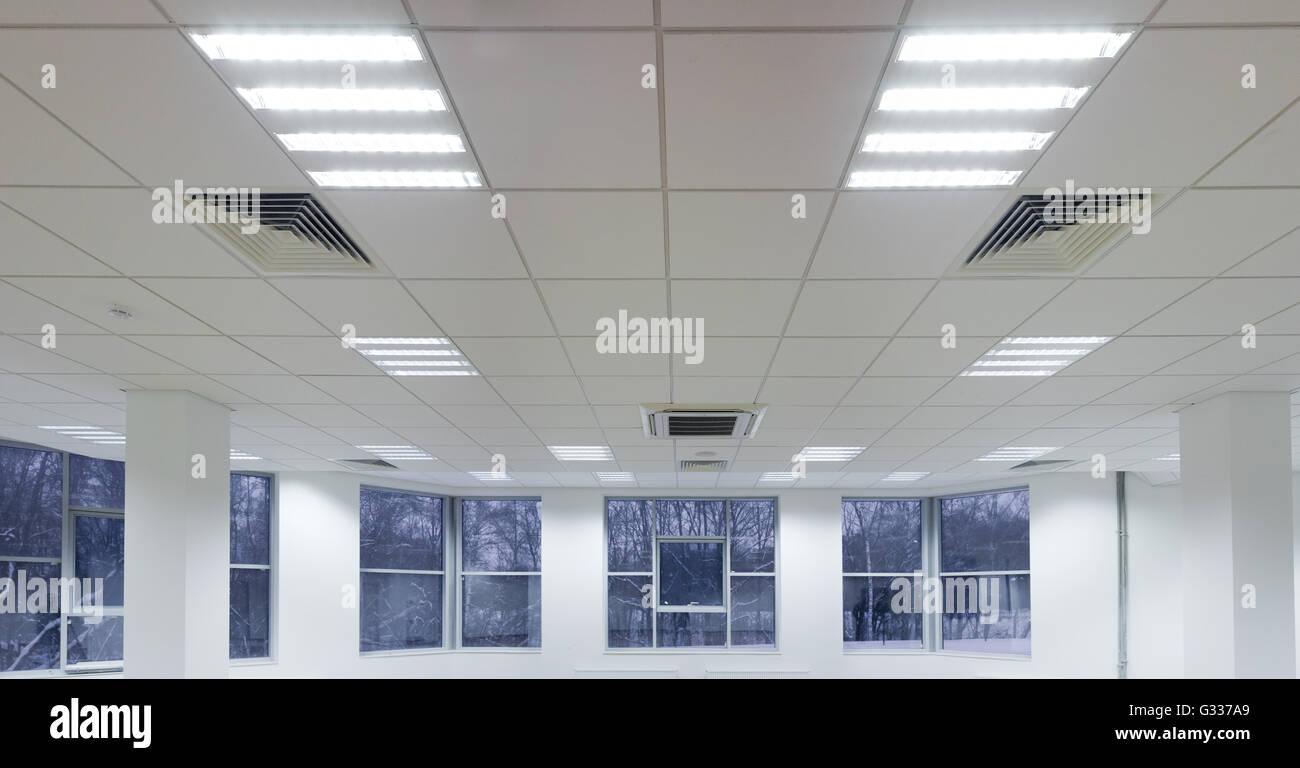 Ufficio riparazione e impianti di finissaggio illuminazione a