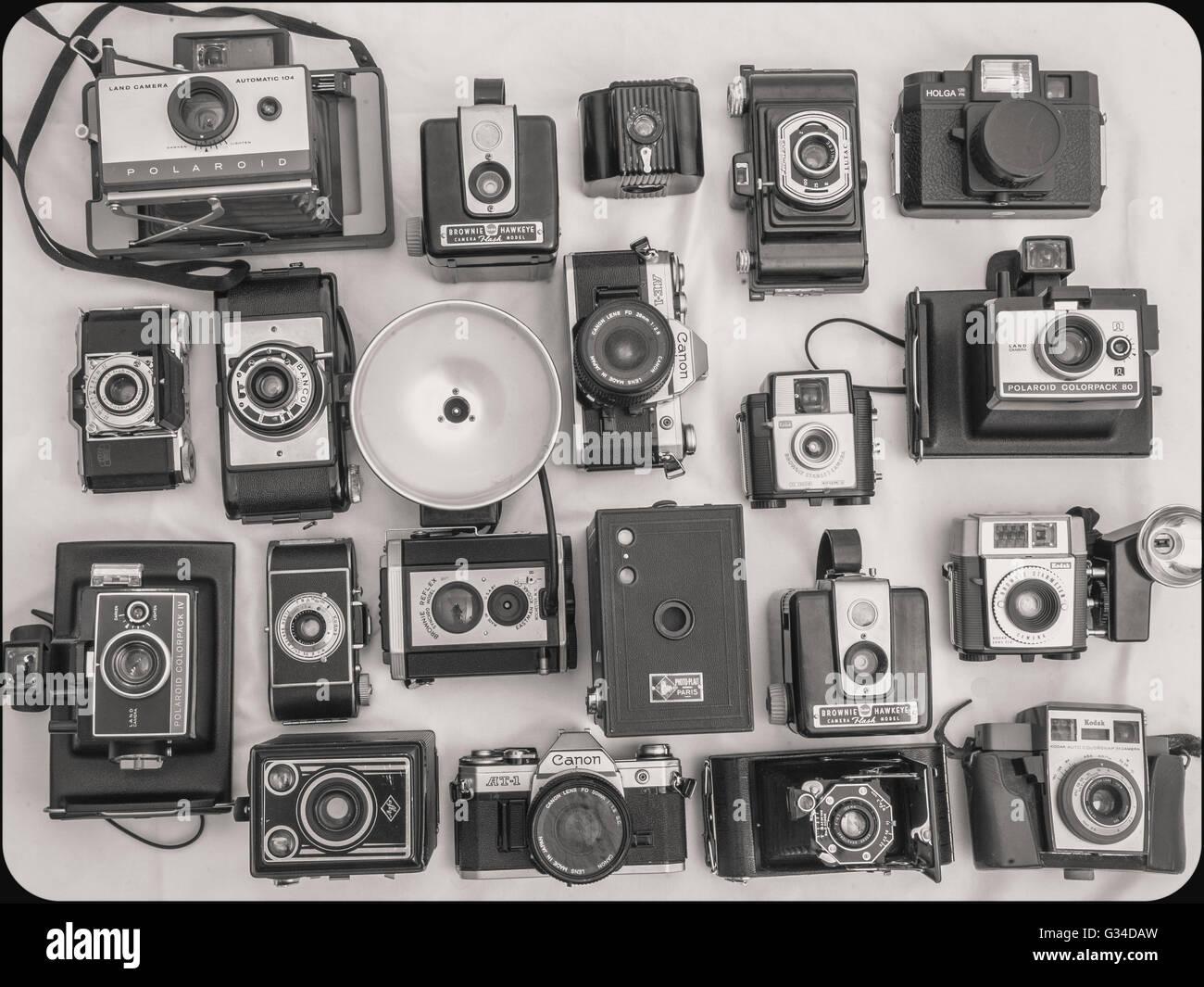 Antica collezione di fotocamere, ancora vita laicale piatta Immagini Stock