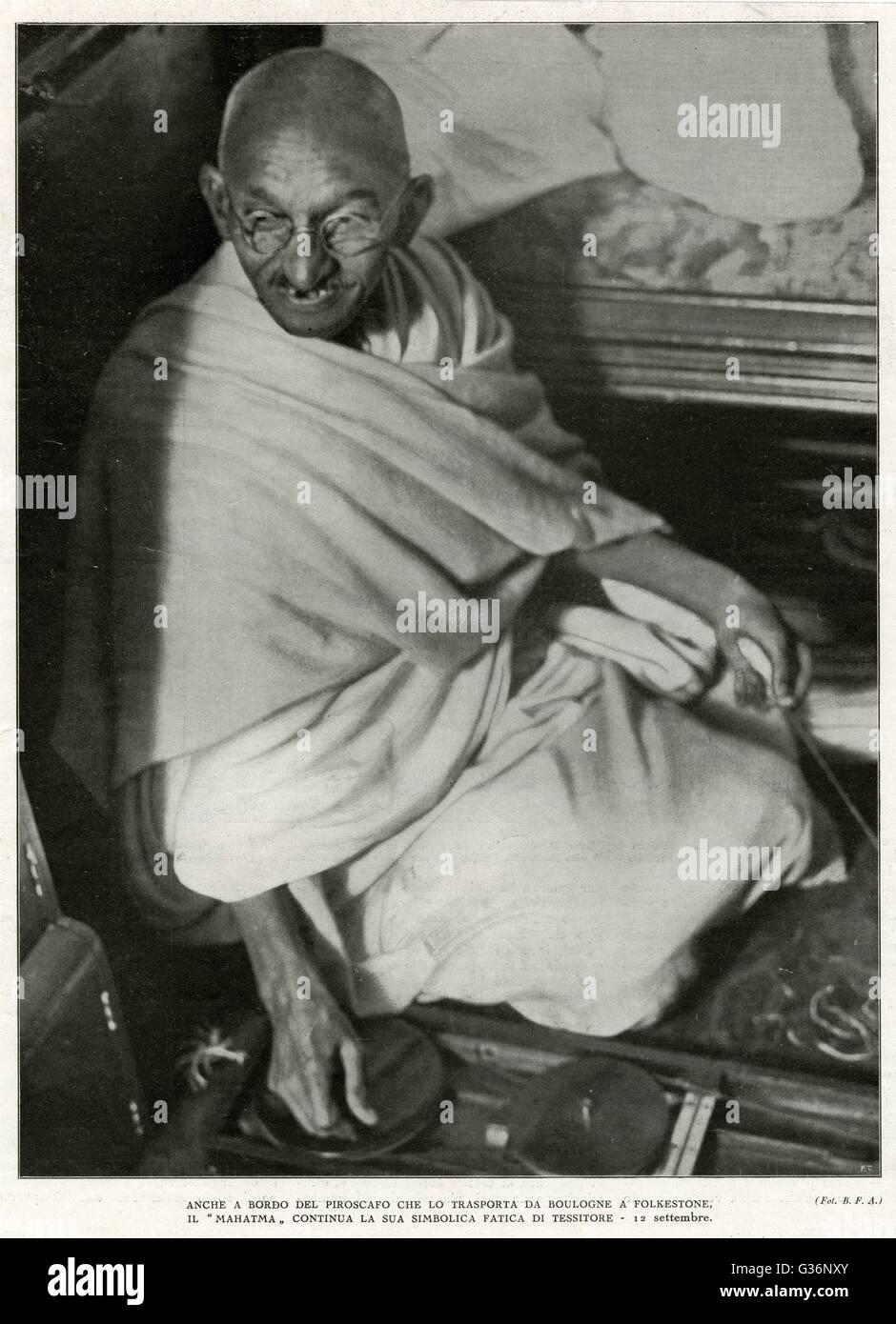 Il Mahatma Gandhi, nazionalista indiano e leader spirituale, barca a vela da Boulogne a Folkestone il 12 settembre Immagini Stock