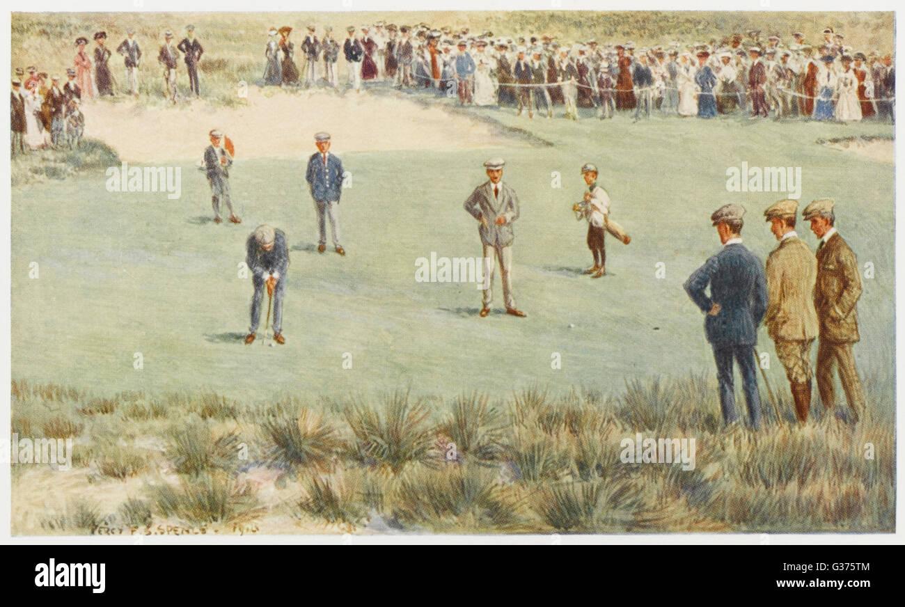 Un momento tesa durante una partita di campionato presso il Royal Sydney Golf Club links, Australia. Data: 1910 Immagini Stock