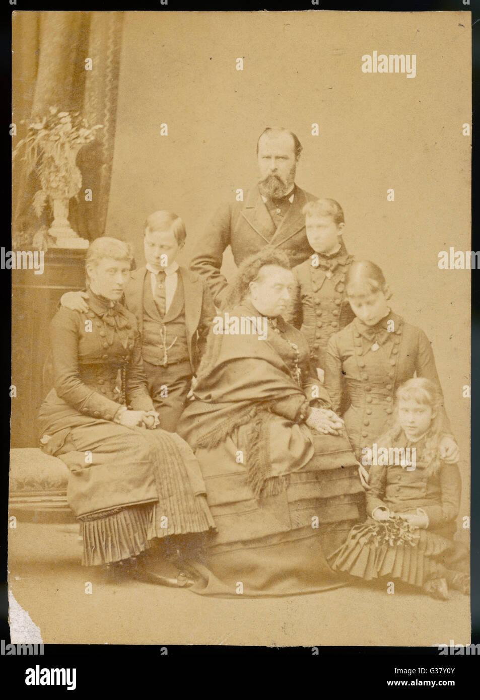 La regina Victoria con la famiglia Hesse, marito e figli della defunta principessa Alice. Da sinistra: la Principessa Immagini Stock