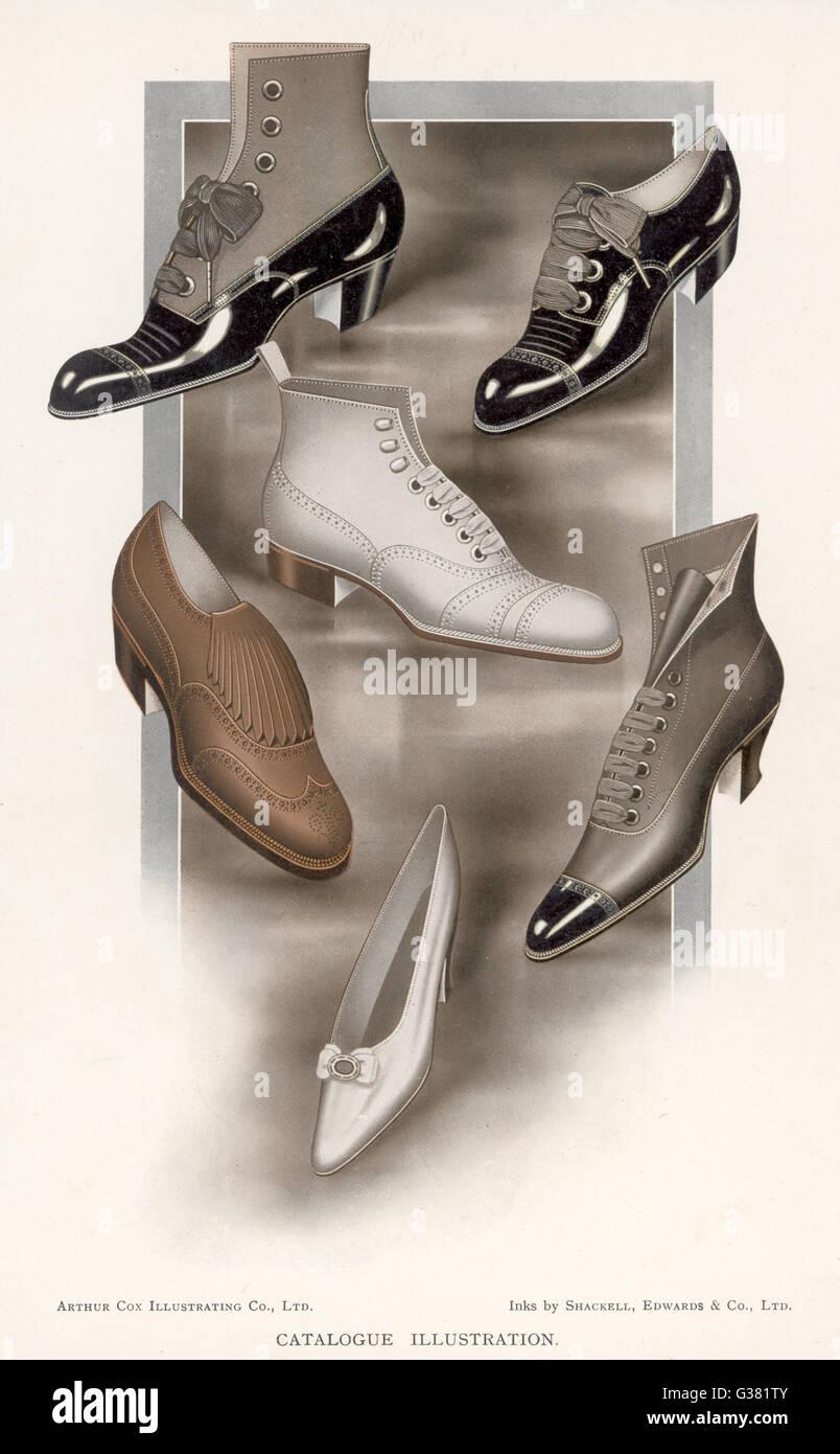 Una selezione di scarpe del periodo data: 1912 Immagini Stock
