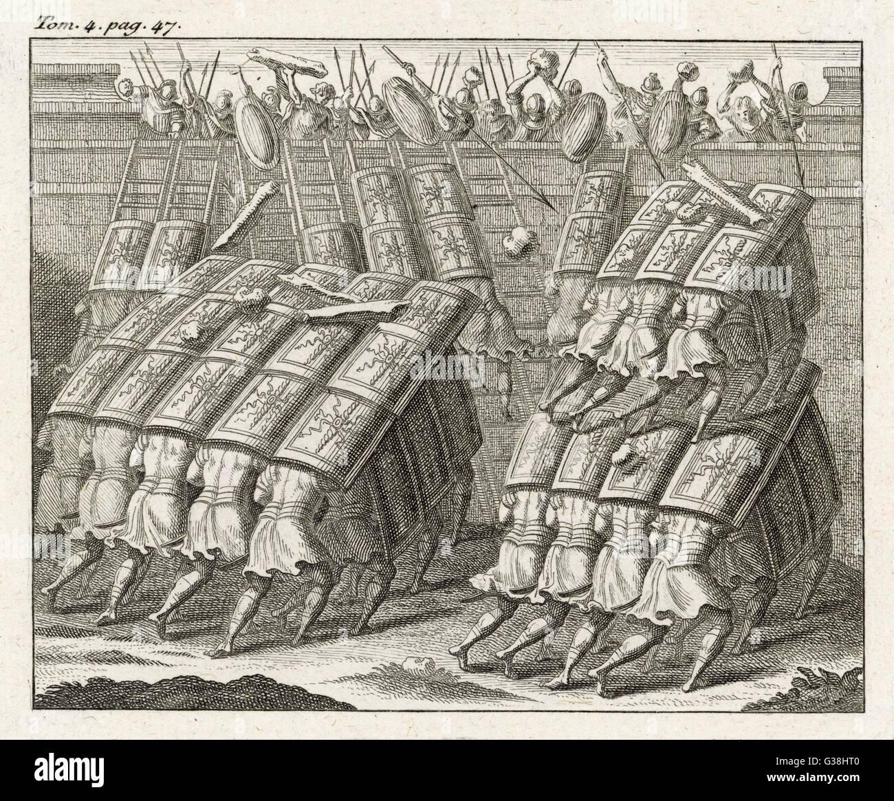 La TESTUDO (tartaruga), un assedio romano tecnica utilizzando protezioni sovrapposte, fornendo protezione dalle Immagini Stock