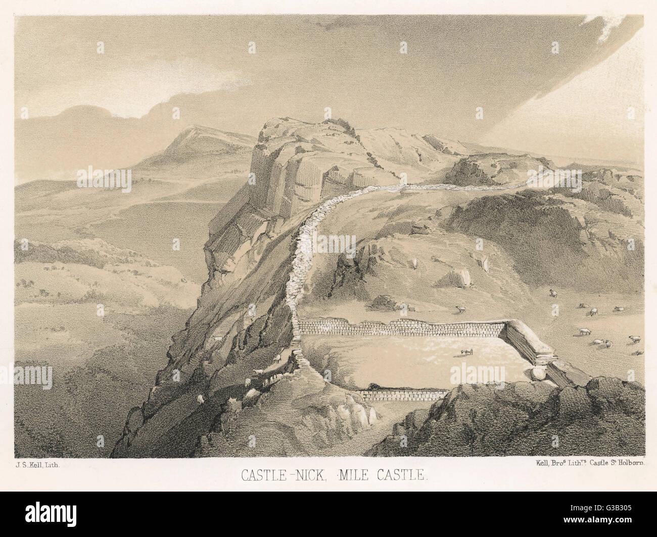 """Milecastle 39 sul vallo di Adriano. 'Castello Nick"""" costruita dalla legione VI Victrix. Il dramtic uso Immagini Stock"""
