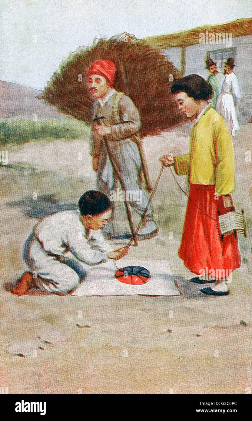 Corea del Sud - i bambini facendo una Ying Yang Kite design Data: circa 1910s Immagini Stock