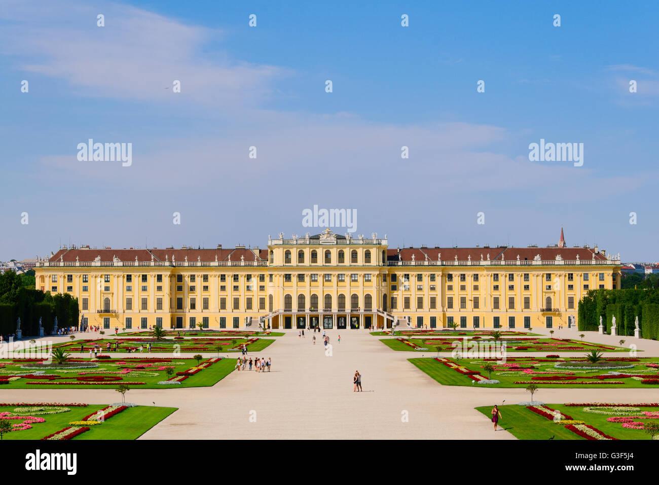 Vista panoramica del Palazzo di Schonbrunn e il suo giardino di Vienna Immagini Stock