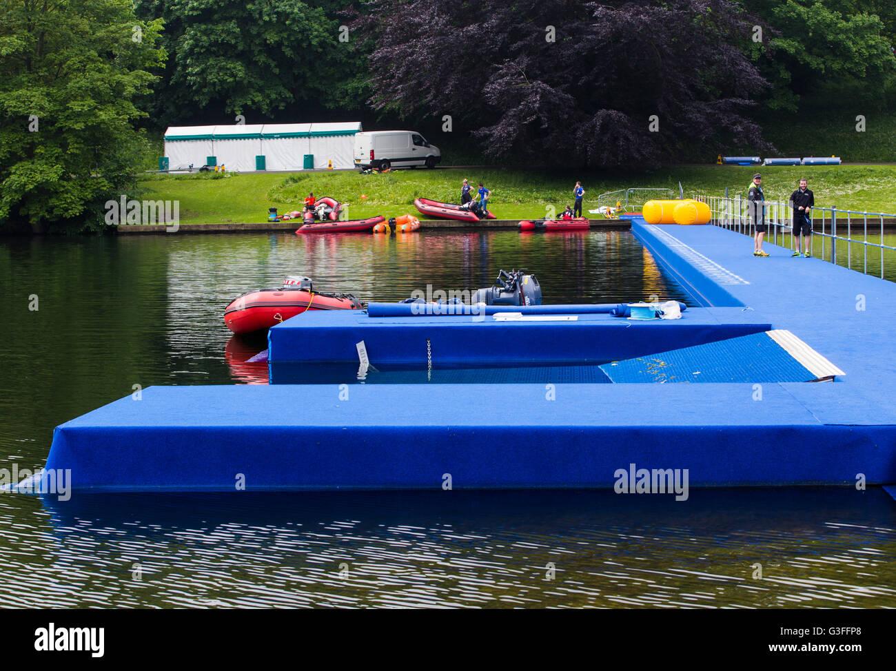 Leeds, Regno Unito. Decimo Giugno, 2016. Costruito di recente a pontone Roundhay Park a Leeds dove migliaia di professionisti Immagini Stock