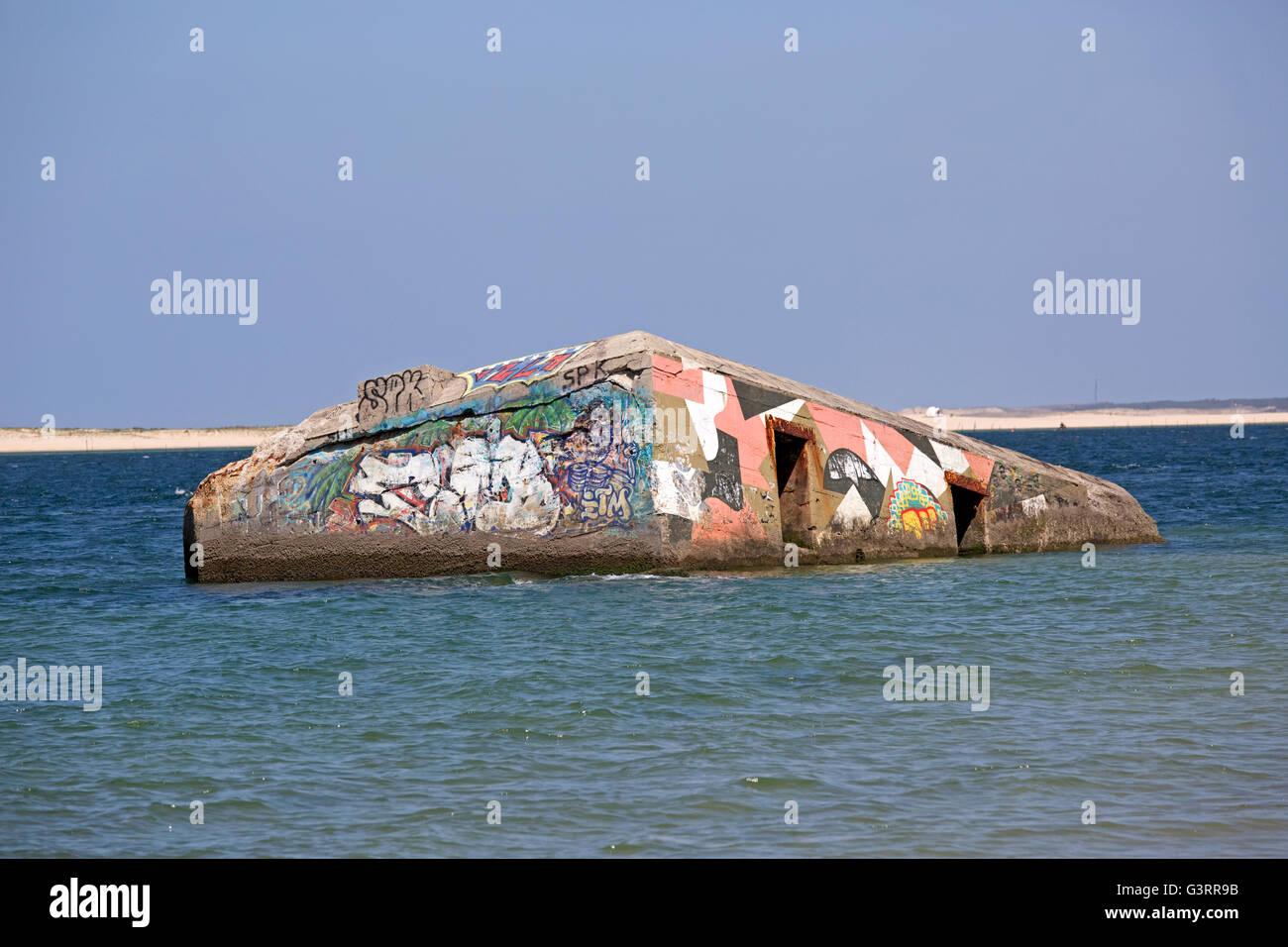Fortificazioni costiere coperto di graffiti duna del Pyla Francia meridionale Foto Stock