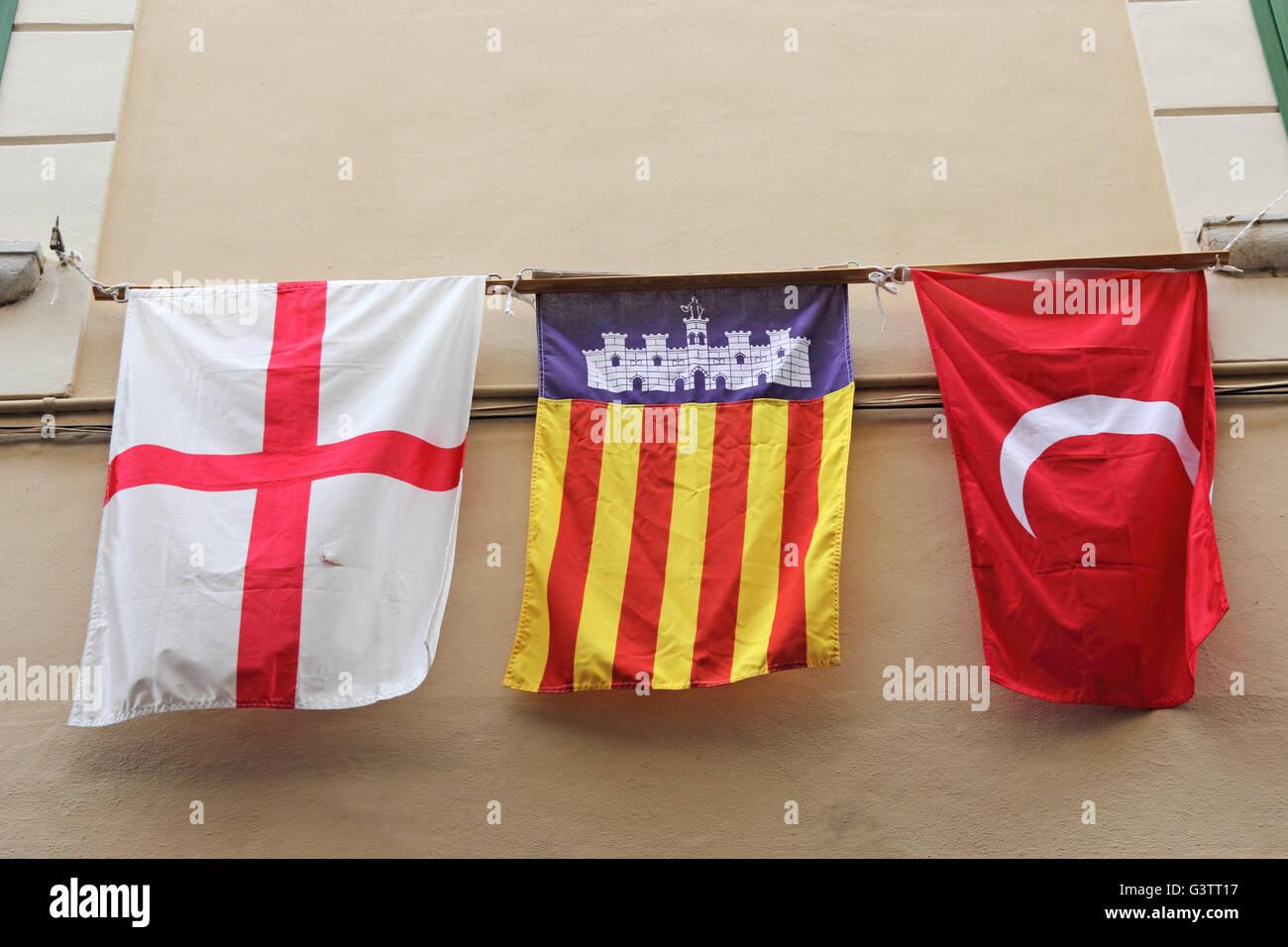Mezzaluna Bianca Su Sfondo Rosso La Catalogna E La Croce Rossa Su