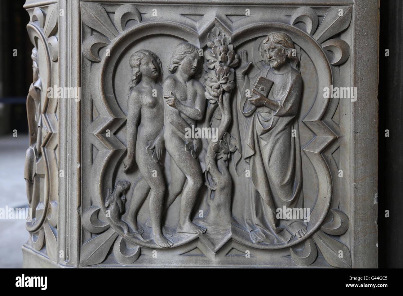 Adamo ed Eva nel Paradiso. Sollievo. Genesi. Xiii c. La Sainte-Chapelle, Parigi, Francia. Immagini Stock