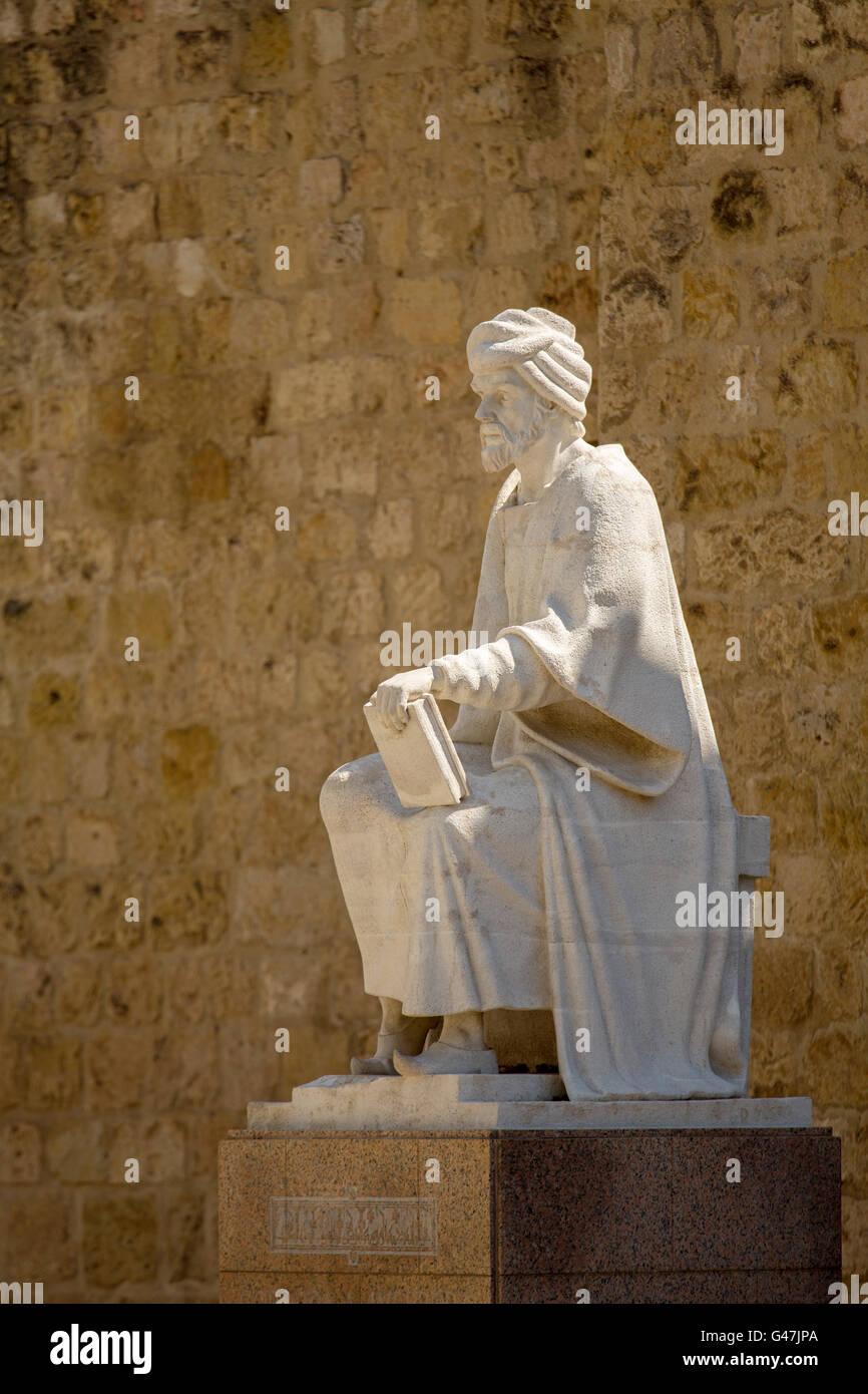 La parete e la scultura del filosofo Averroè. La città di Cordoba Andalusia, Spagna, Europa Immagini Stock
