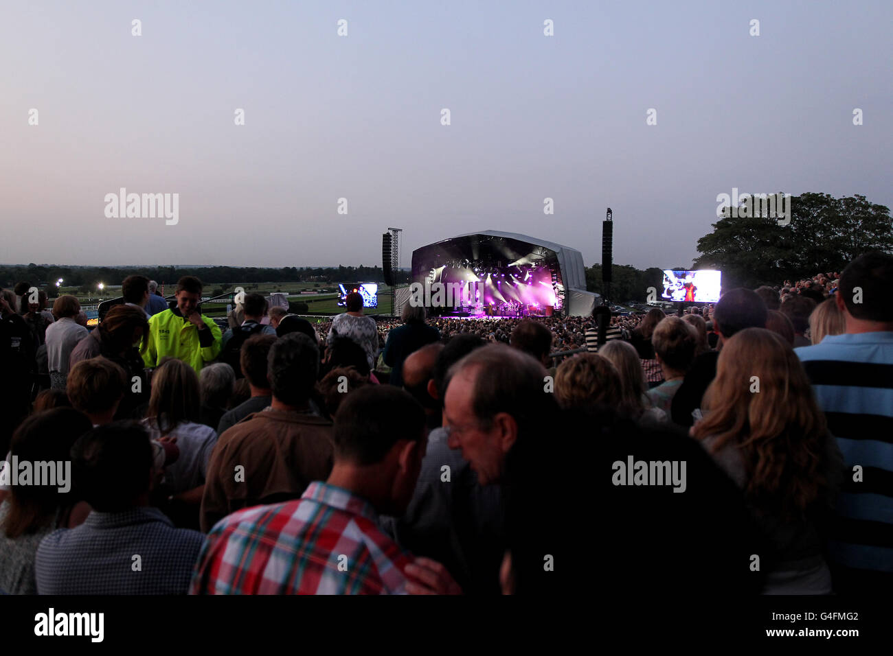 Horse Racing - Tom Jones musica notte - Sandown Park Immagini Stock