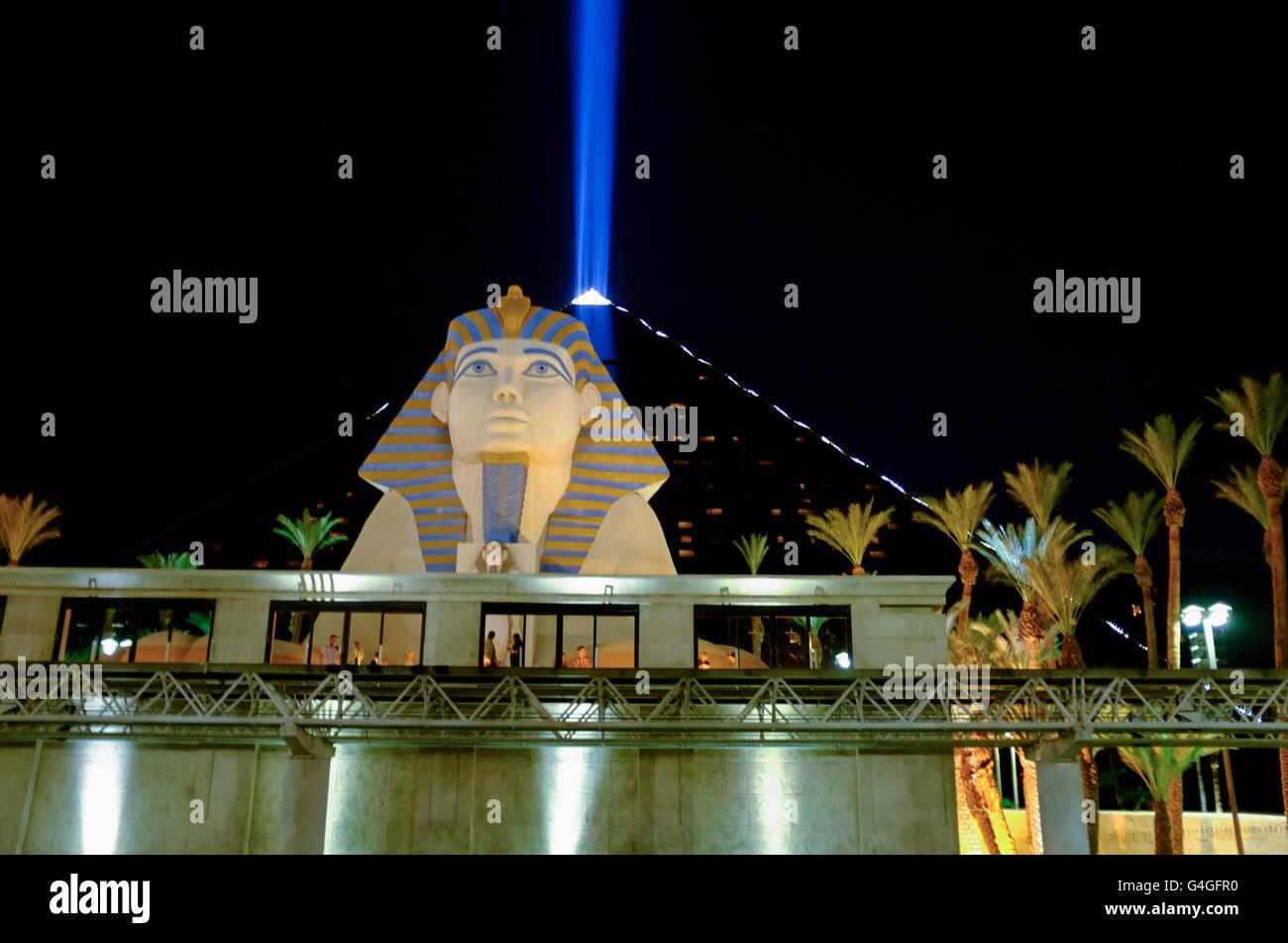 Il Luxor Hotel & Casino / Vista notte, Las Vegas, Nevada, STATI UNITI D'AMERICA Foto Stock