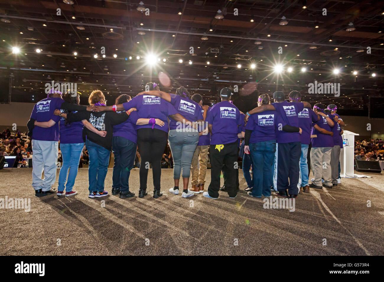 Detroit, Michigan - Giovani in lotta per un $15 salario minimo al servizio dipendenti Unione Internazionale convenzione. Immagini Stock