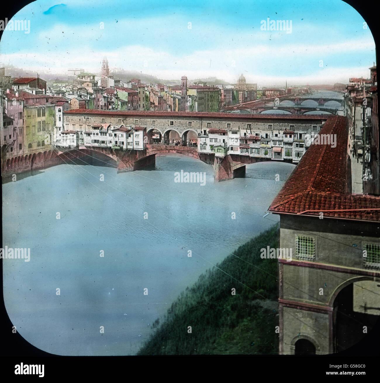 Den Durchgang Des Querarmes Der Uffizien Durchschreitend, Kommt Man An Den  Arno. Von Hier