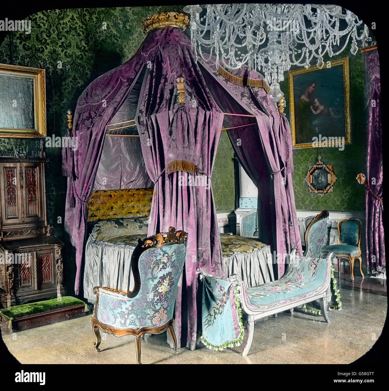 Elegante sind die Privatkabinetts. Das Bild zeigt das Sohlafzimmer, in welchem Cavour, der Mitarbeiter König Immagini Stock