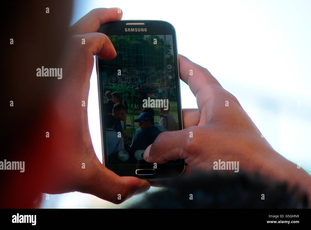 Fotografieren mit Smartphone, Fanfest vor dem Champions League finale di Berlino. Immagini Stock
