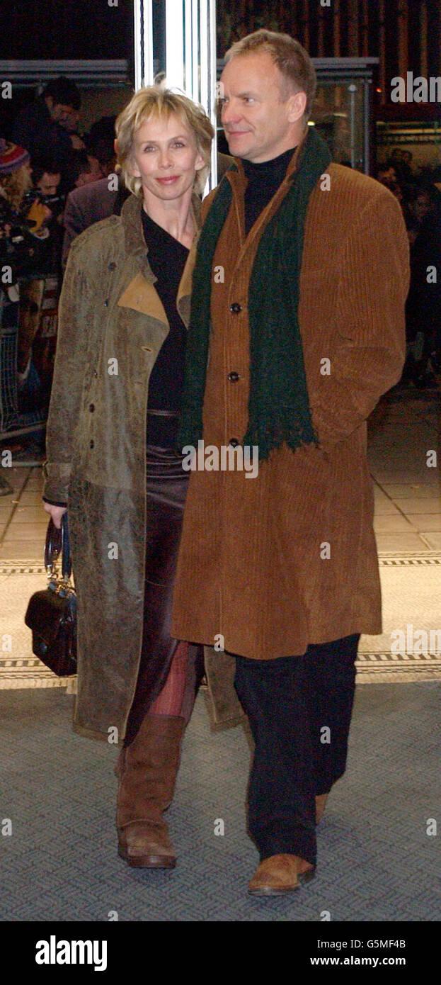 La cantante Sting e la moglie Trudie Styler arrivano per la prima volta di Mean Machine all'Odeon Kensington. Il film prodotto da Matthew Vaughan è un remake del classico cult del 1974 con Burt Reynolds. Foto Stock