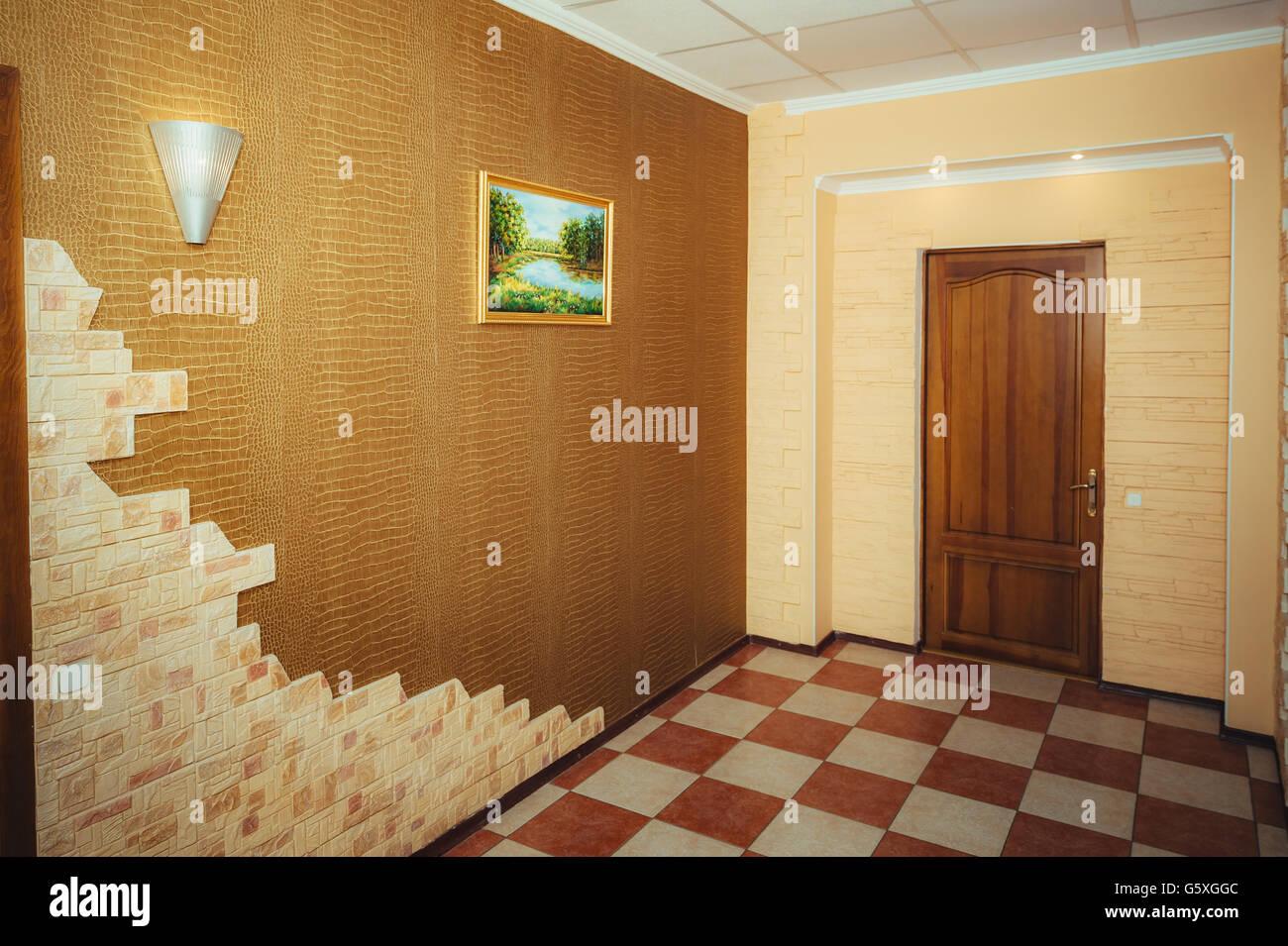 Ingresso dell appartamento grand design il corridoio e la porta