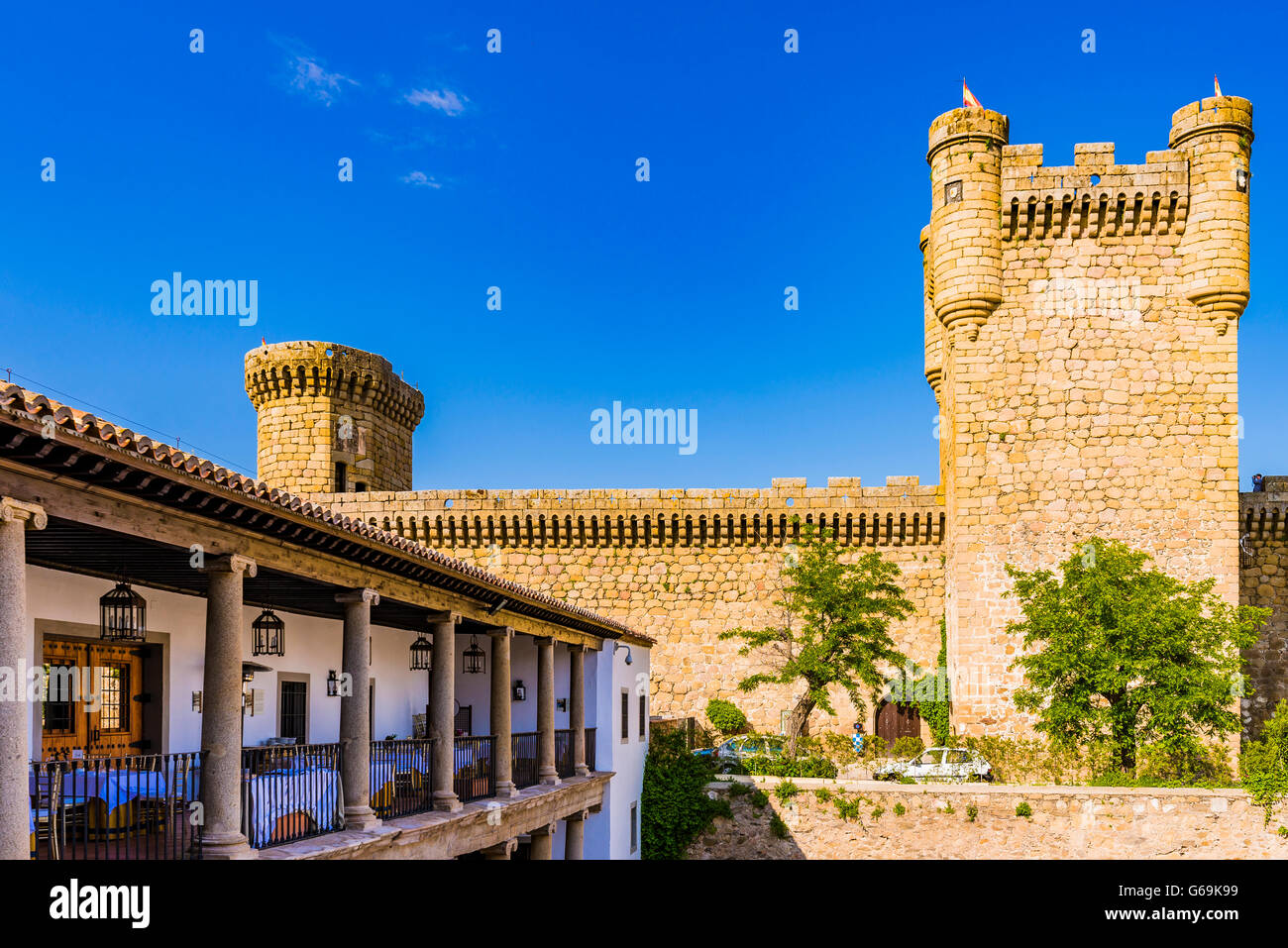 Parador Nacional de Turismo e castello di Oropesa Toledo, Castilla la Mancha, in Spagna, Europa Immagini Stock