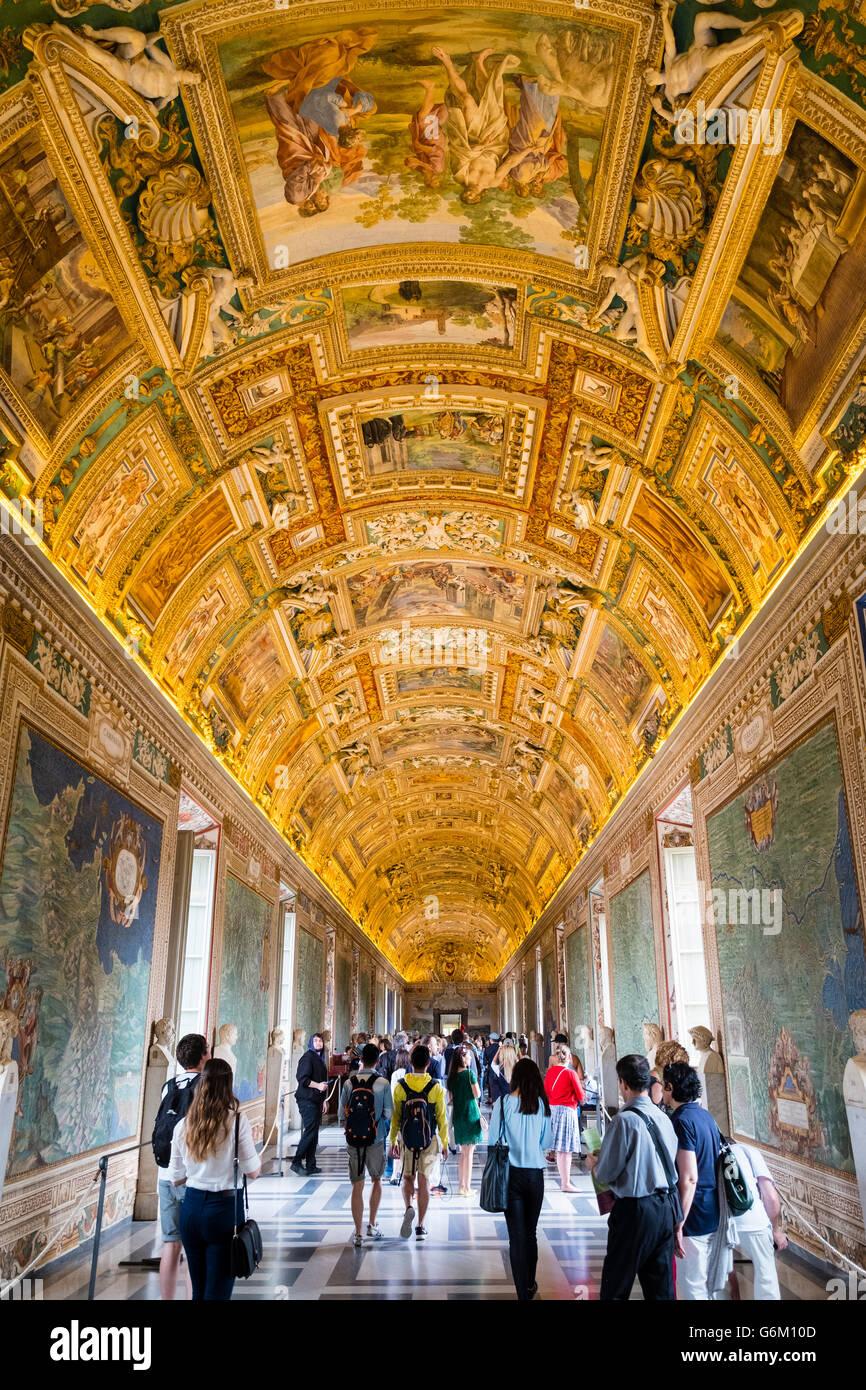 Tetto ornato nelle mappe camera presso il Museo del Vaticano a Roma, Italia Foto Stock