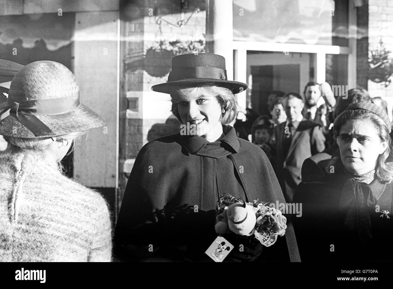 Royalty - il principe e la Principessa di Galles visita alla National  Railway Museum - York f366a8279f63