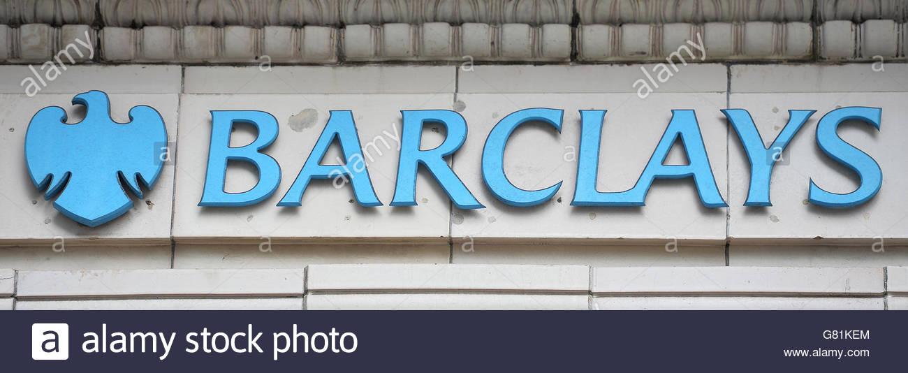 File foto datata 27/04/16 di un segno per una filiale della Barclays Bank di Londra centrale, le cui azioni sono Immagini Stock