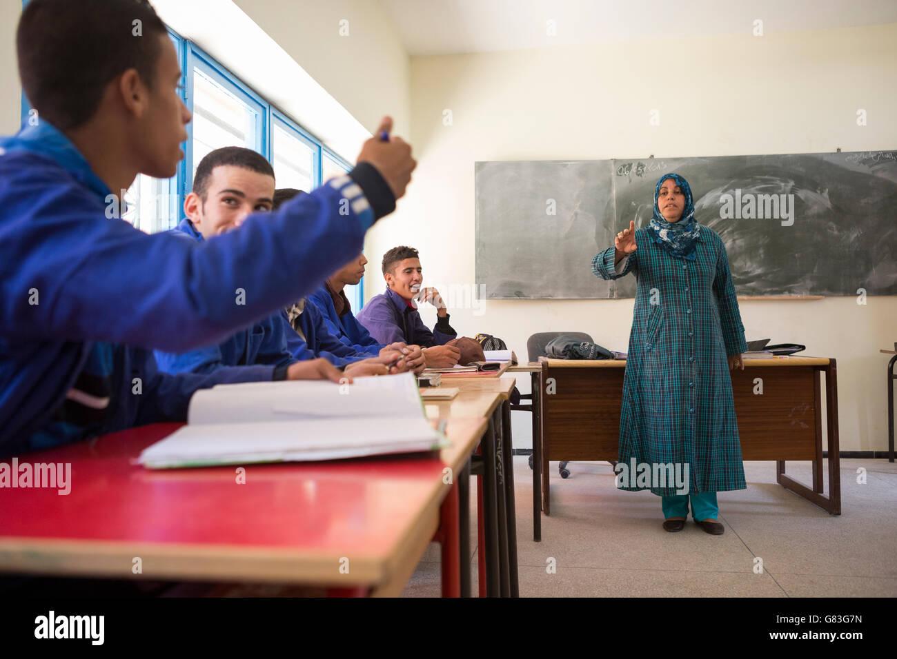 Gli studenti apprendono in un corso di formazione professionale in Agadir, Marocco. Foto Stock