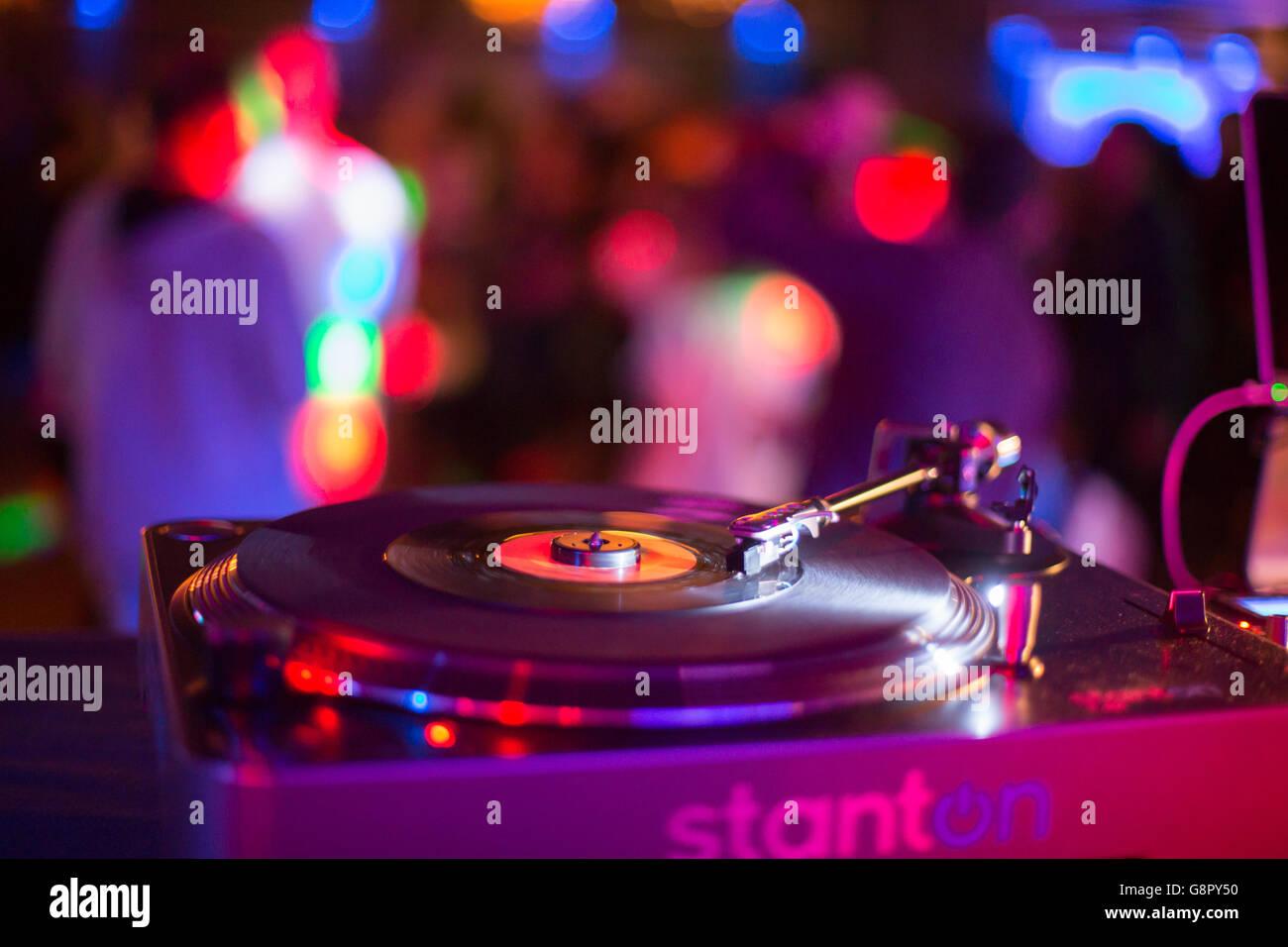 Attrezzature DJ giradischi discoteca del computer Immagini Stock