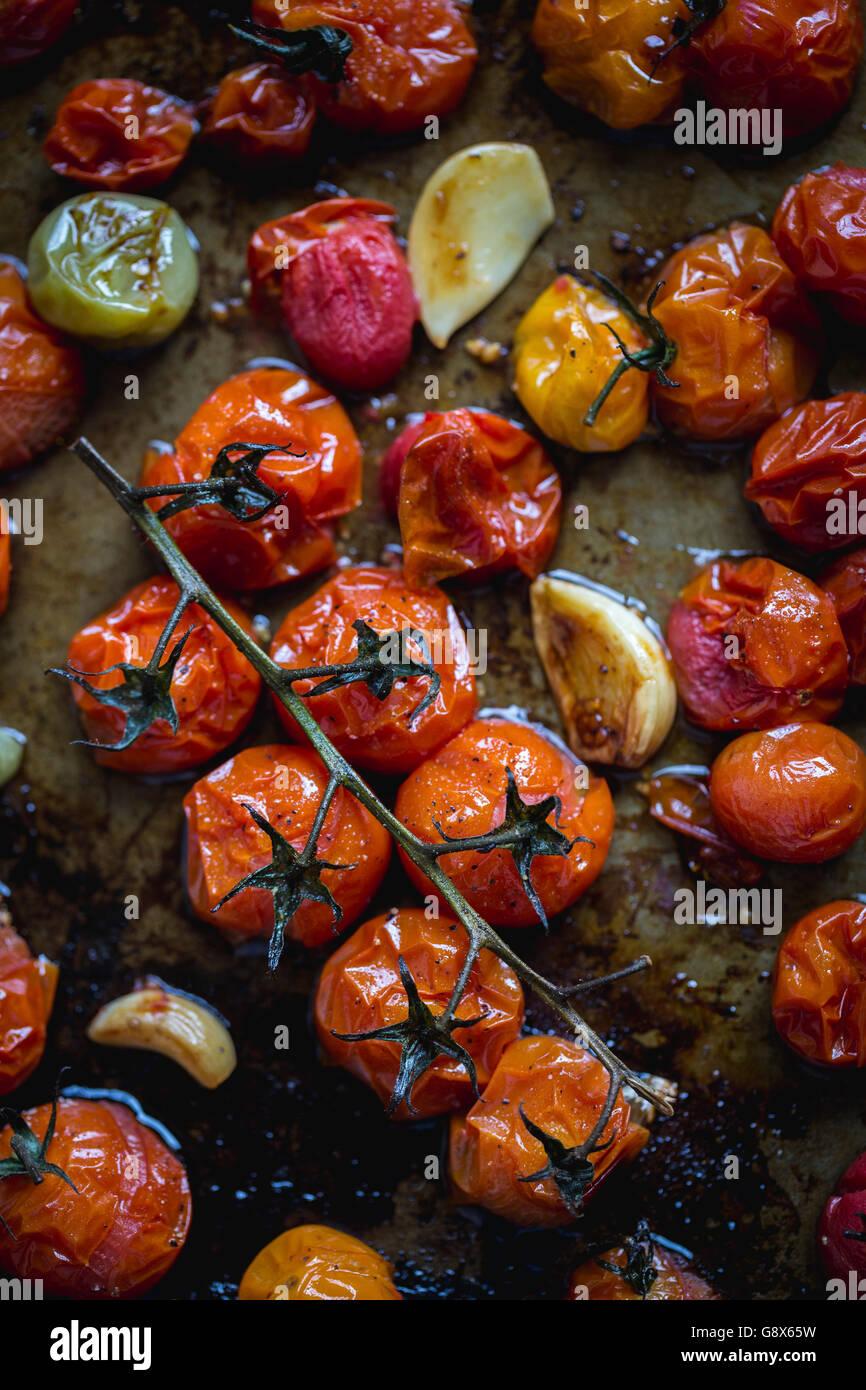 Appena tostato i pomodori sono fotografati non appena escono dal forno. Immagini Stock