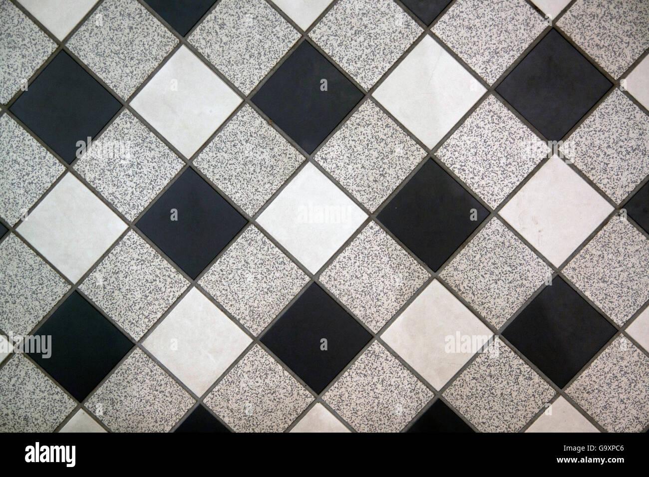Bianco nero e grigio a scacchi in piastrelle per pavimento