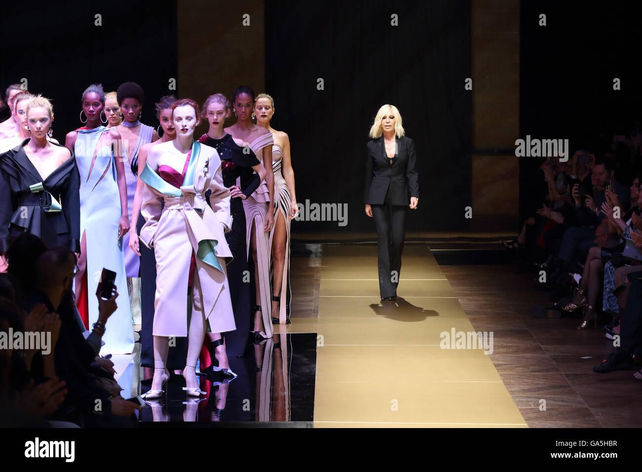 2fc061ddf69a As Donatella Versace Immagini   As Donatella Versace Fotos Stock - Alamy