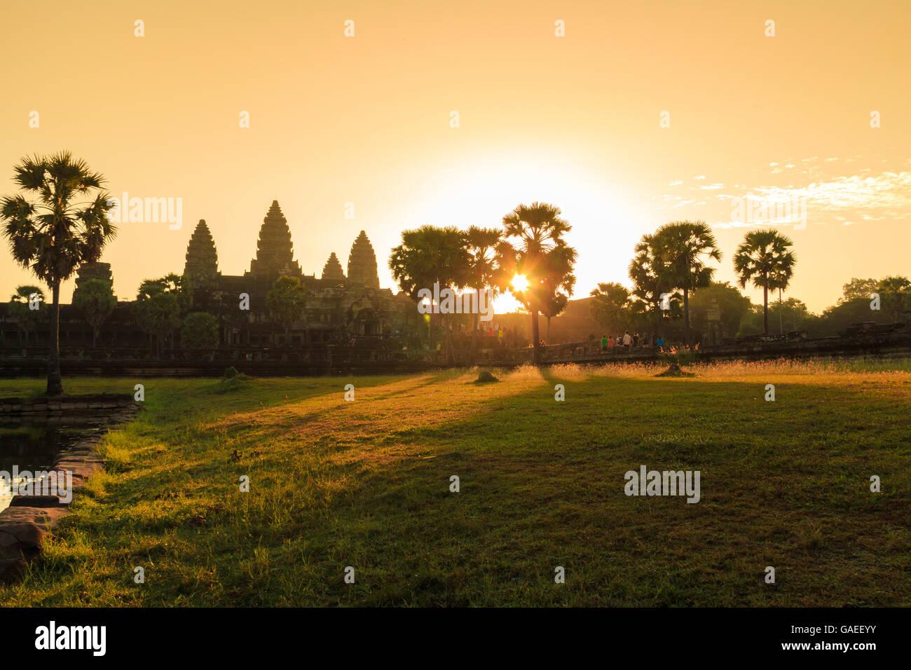 Sunrise a Angkor Wat in Siem Reap, Cambogia, che è un patrimonio mondiale Immagini Stock