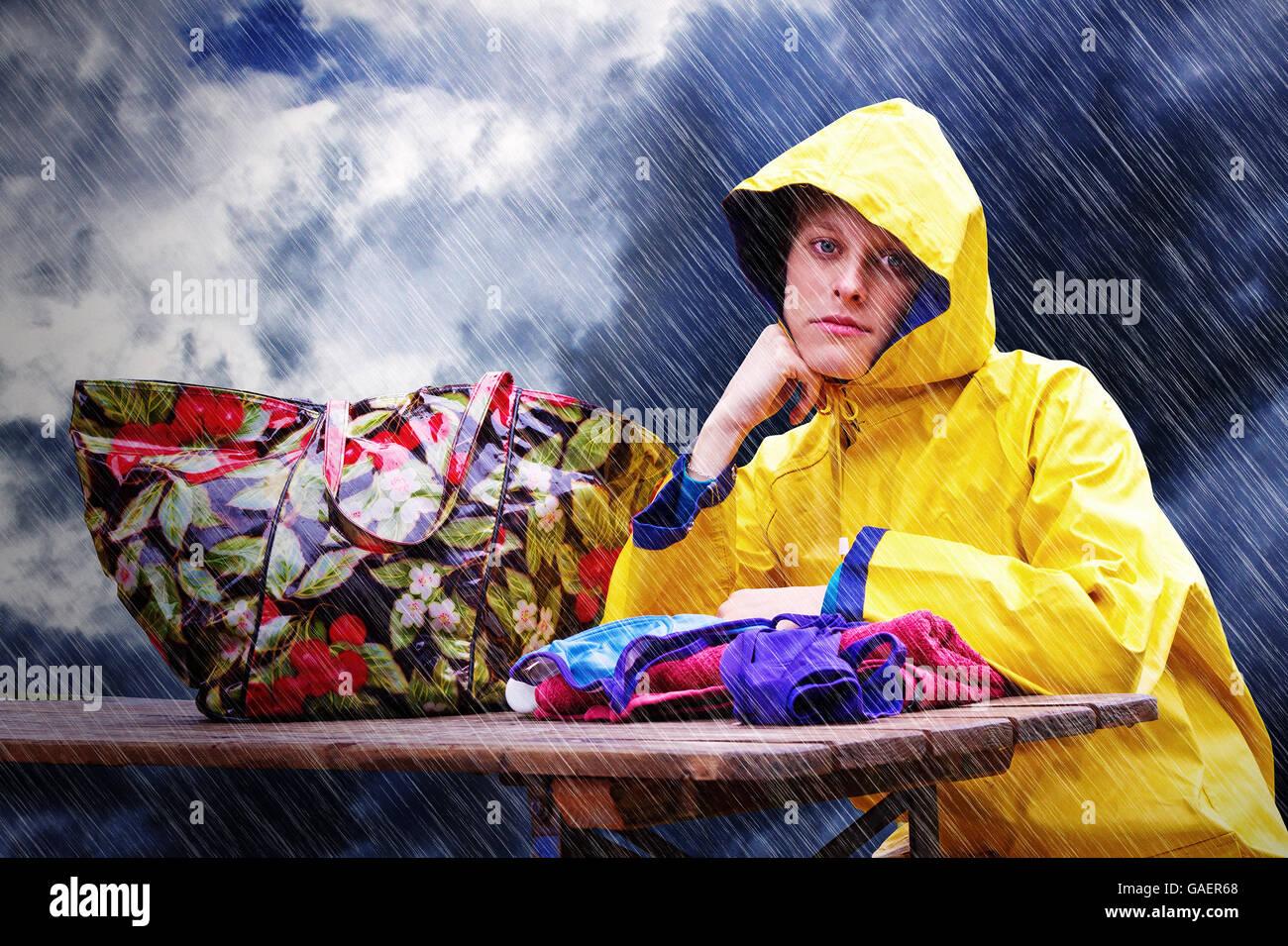 Giovane donna delusi sotto la pioggia Immagini Stock