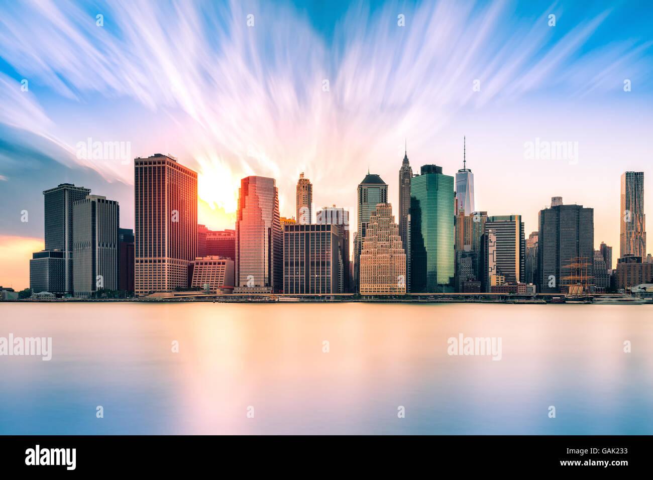 Il quartiere finanziario al tramonto, nella città di New York Immagini Stock