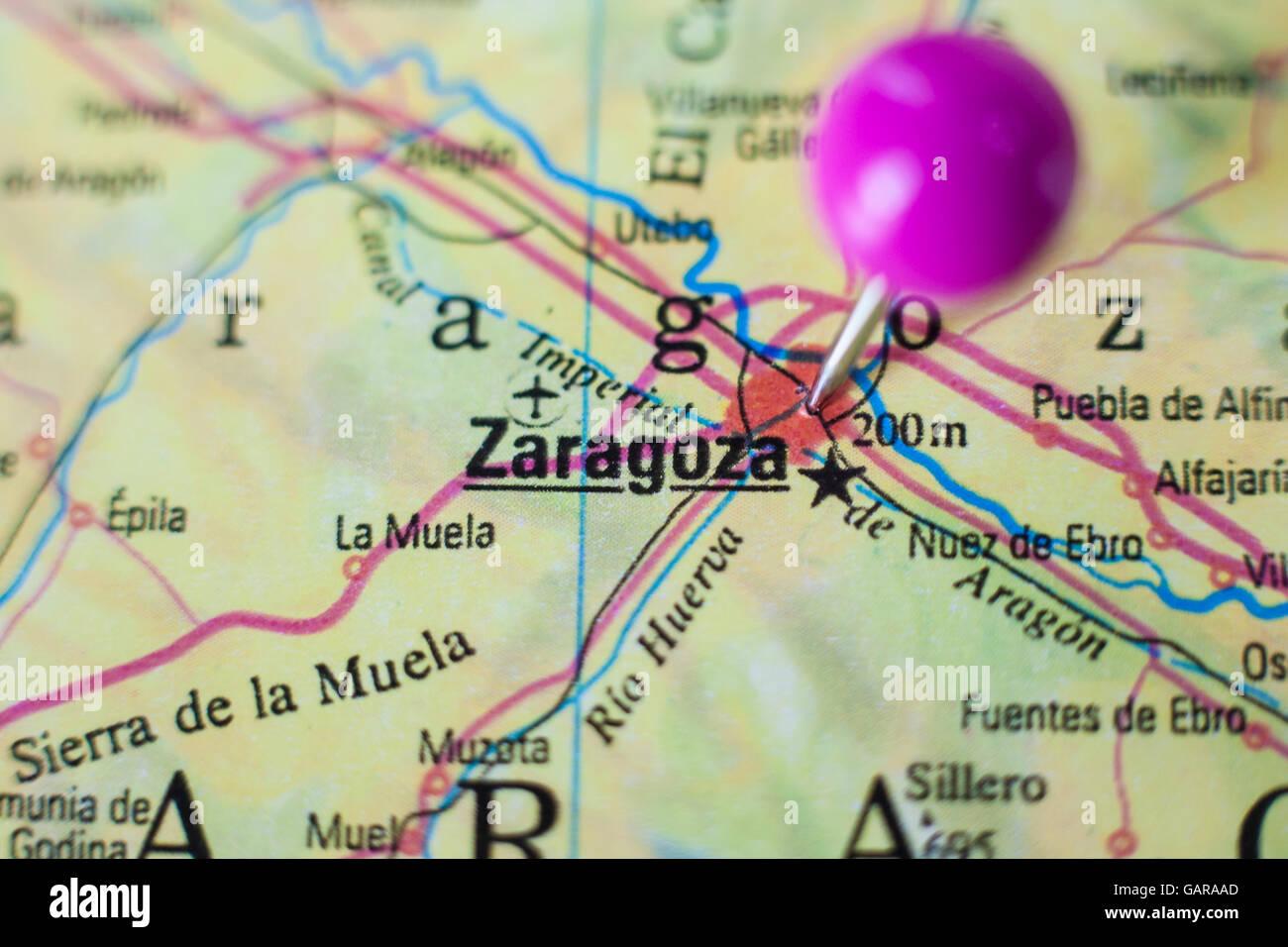 Saragozza Spagna Cartina Geografica.La Puntina Sulla Marcatura Di Saragozza Spagna Il Fuoco Selettivo Sulla Citta Foto Stock Alamy