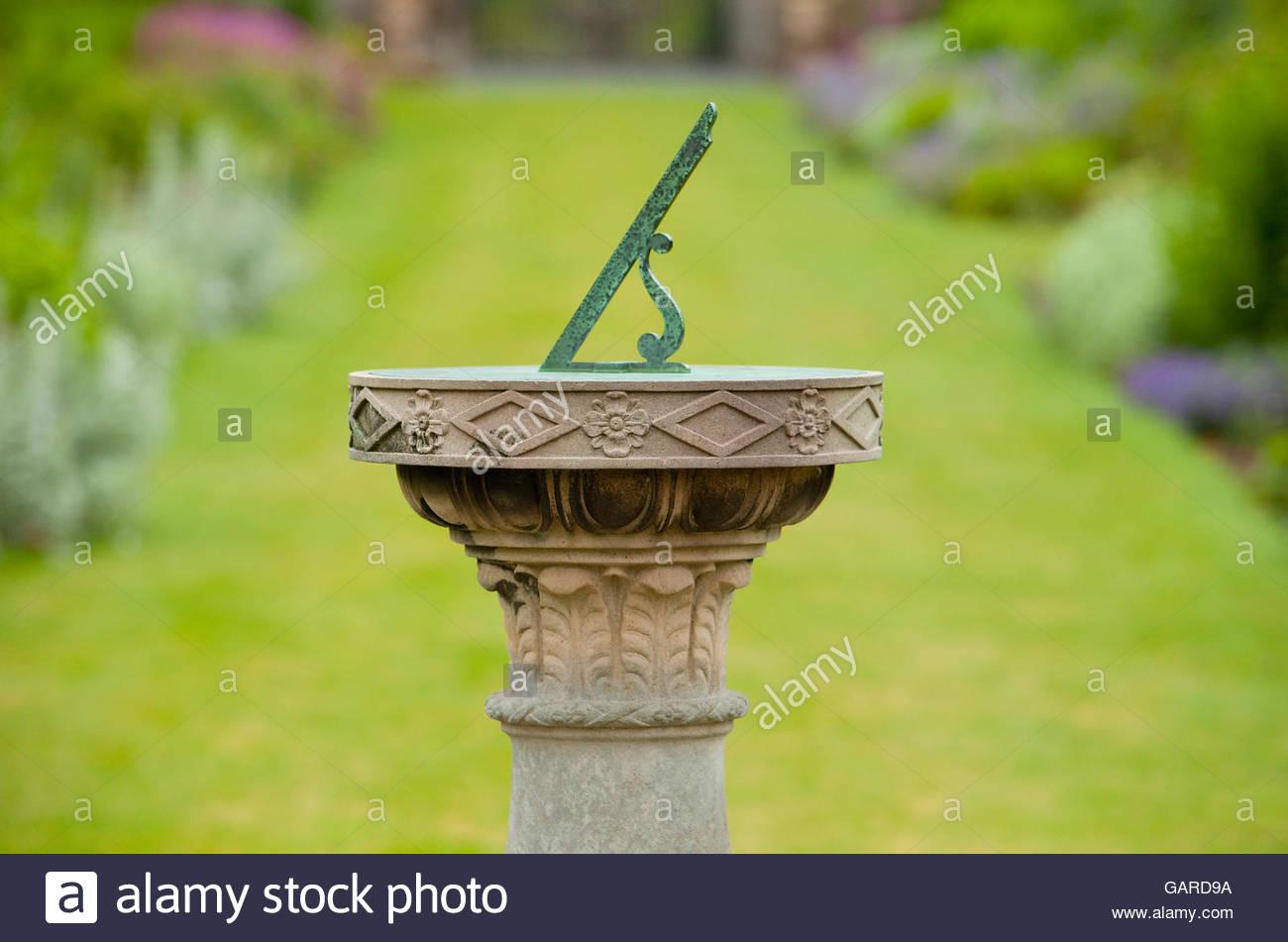 La meridiana nel giardino di Paxton House, Scottish Borders, Scozia. Immagini Stock