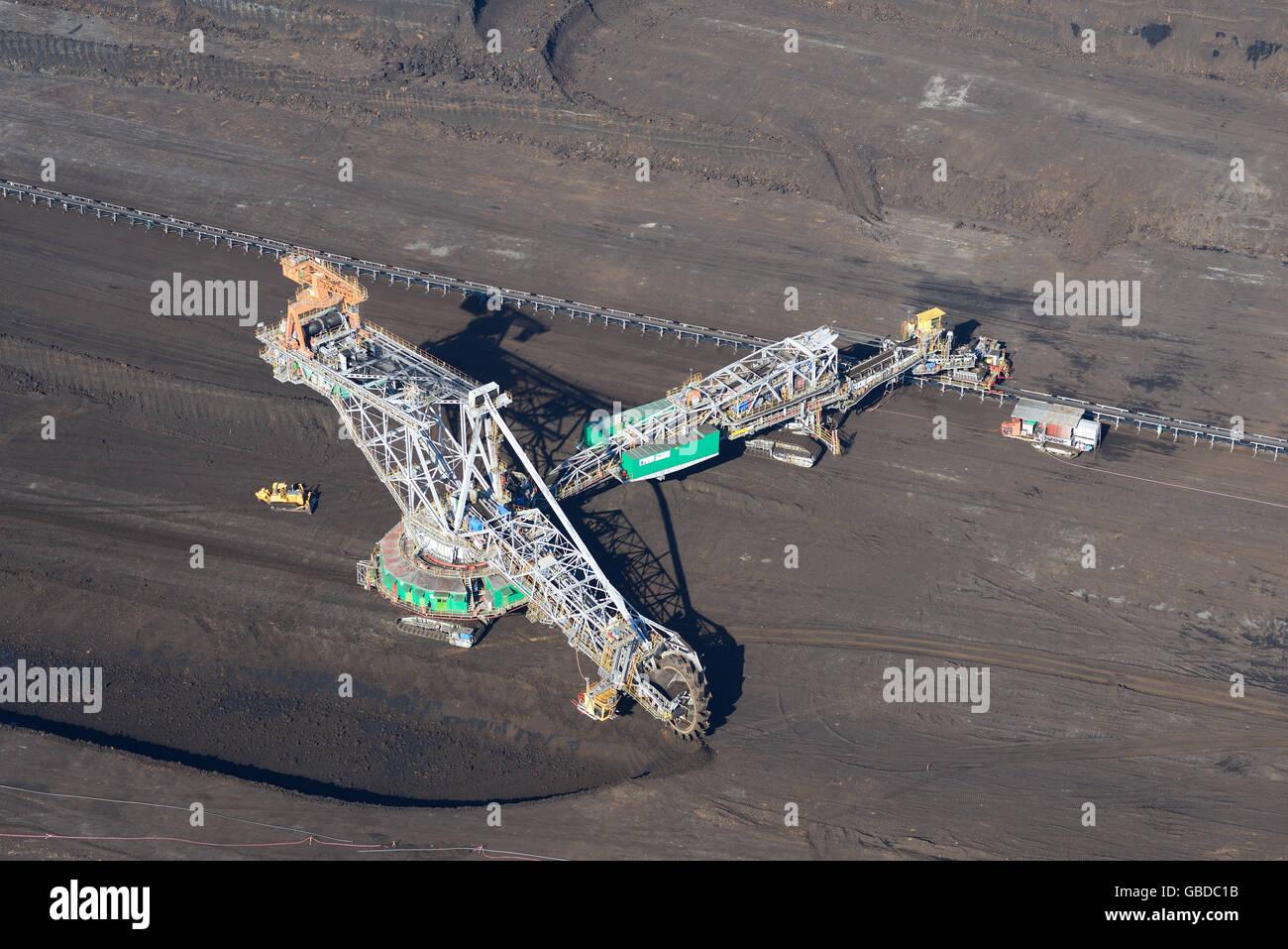 Benna-Escavatore a ruote in un open-PIT miniera di carbone (vista aerea). Vicino a Belchatow in Polonia. Immagini Stock