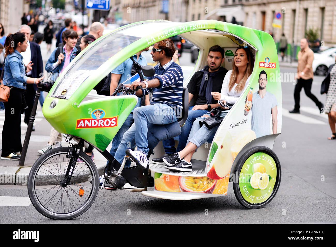 Velo elettrico Taxi, Parigi Immagini Stock