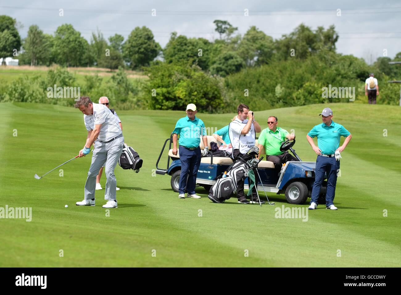 Celtic Manor di Newport, Galles - Sabato 9 Luglio 2016 - la celebrità Cup Competizione golf imprenditore Peter Immagini Stock