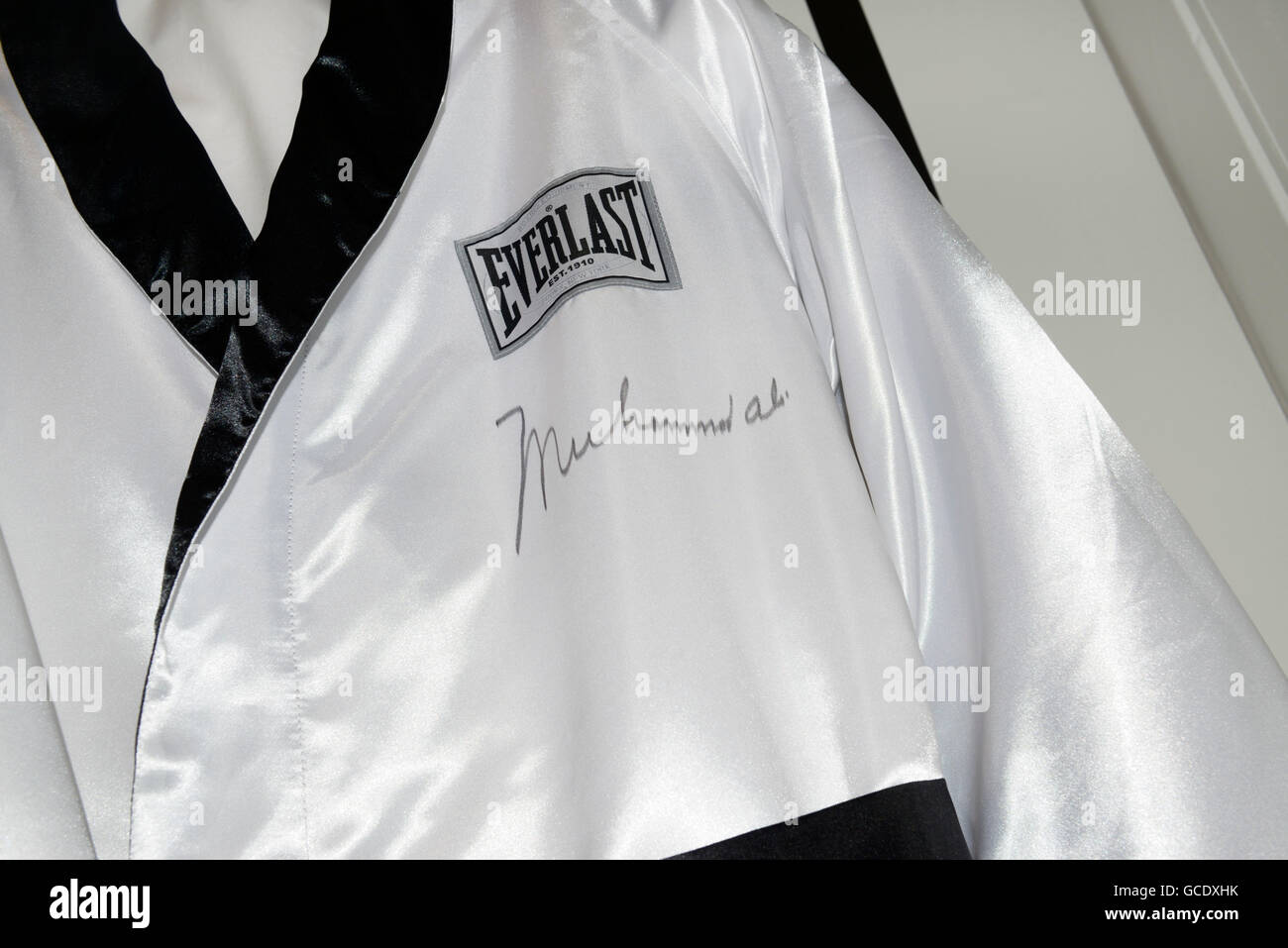 Il pugilato manto indossato da e quindi firmato da Muhammad Ali Immagini Stock